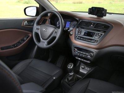 Vue intérieur avec belle finition de la nouvelle Hyundai i20 2015